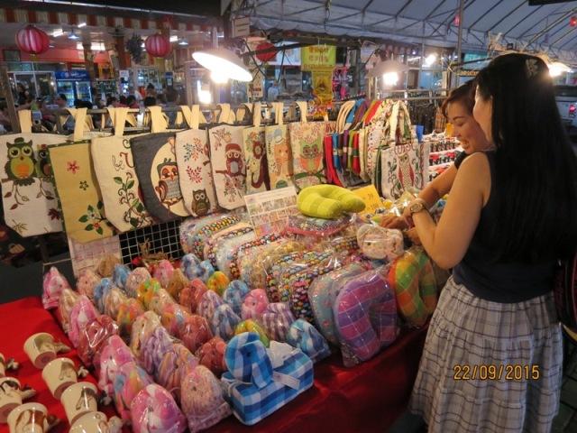 Anusarn night market1