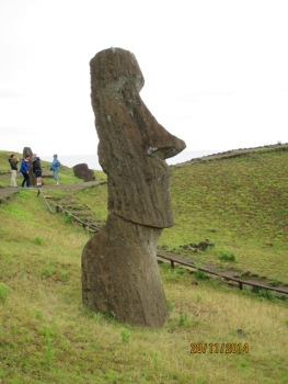 Moais at Rano Raraku9