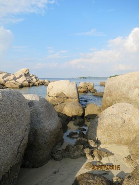 Rock boulders of Bintan3