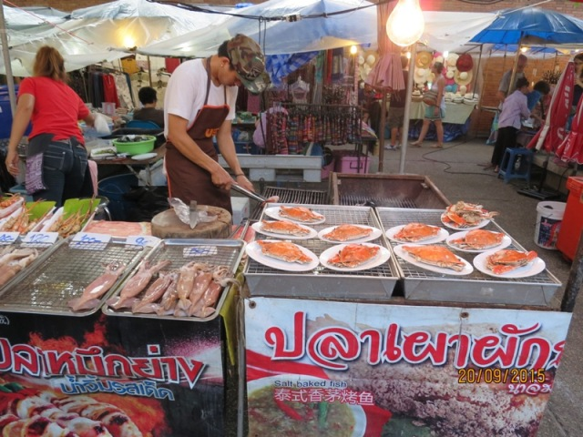 Thapae night market1