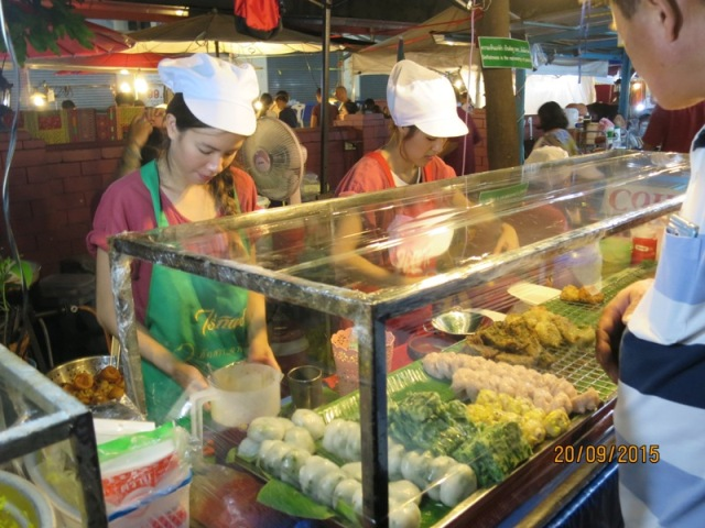 Thapae night market15