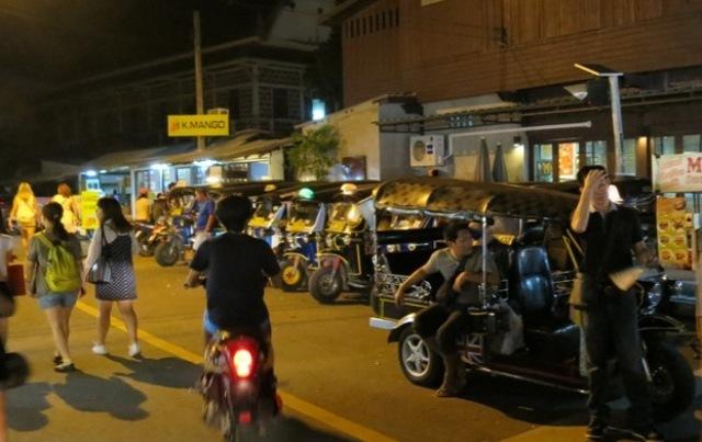 Thapae night market18