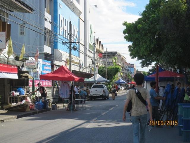 Wualai market setting up1