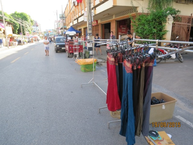 Wualai market setting up4