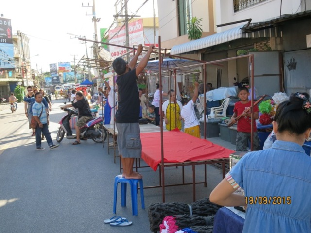 Wualai market setting up5