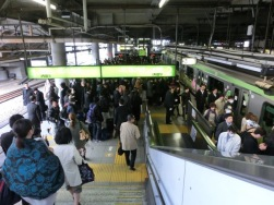 Shinagawa stn rush hour4