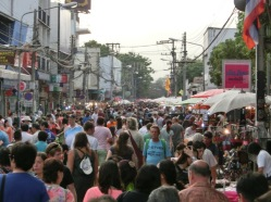 thaphae-gate-market-1