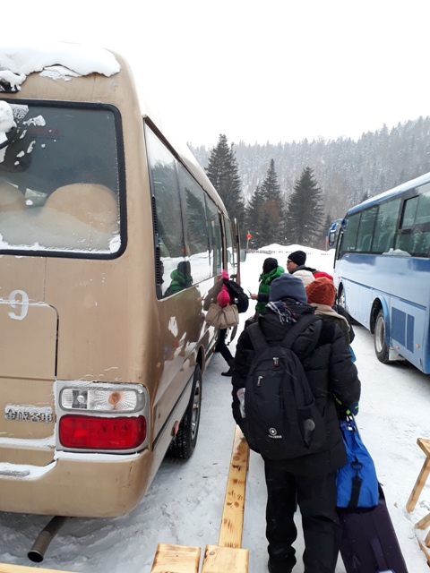 coach-to-snow-town2