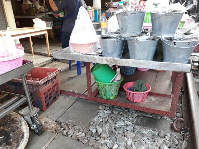 maeklong-market15