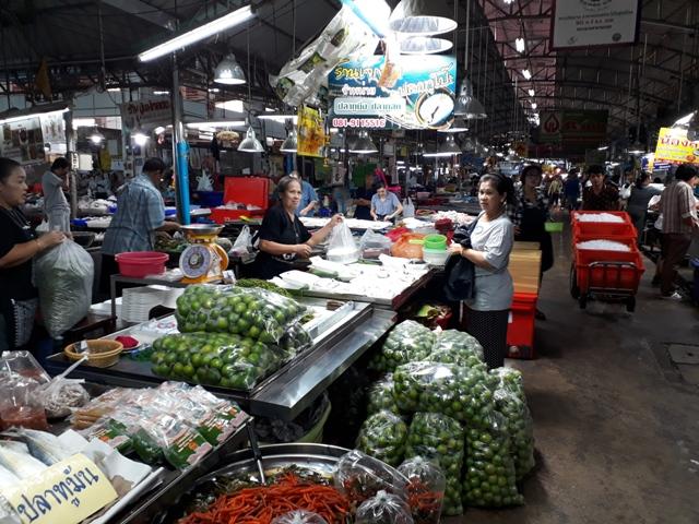 maeklong-market5