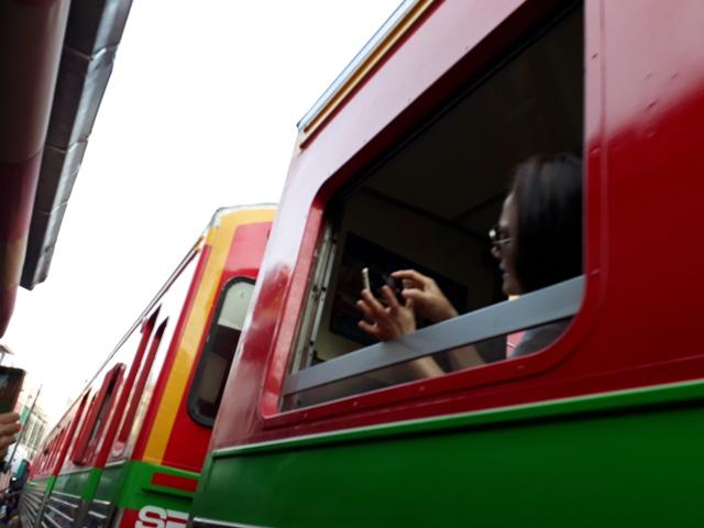 maeklong-train19