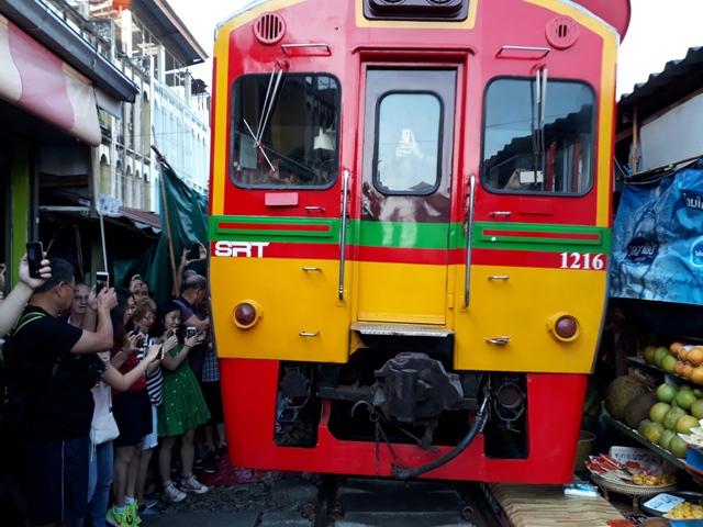 maeklong-train20