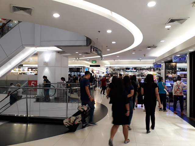 platinum-mall-shopping1