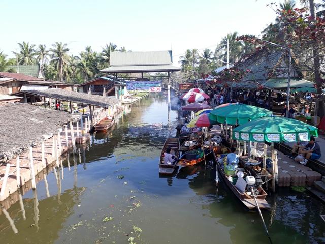 tha-kha-floating-market10