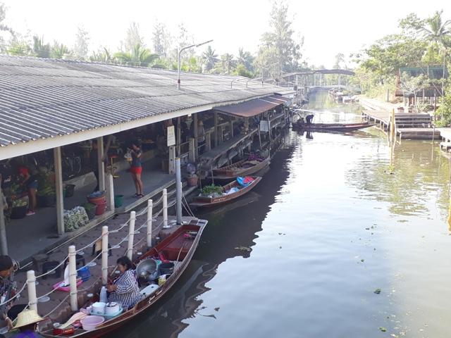 tha-kha-floating-market12