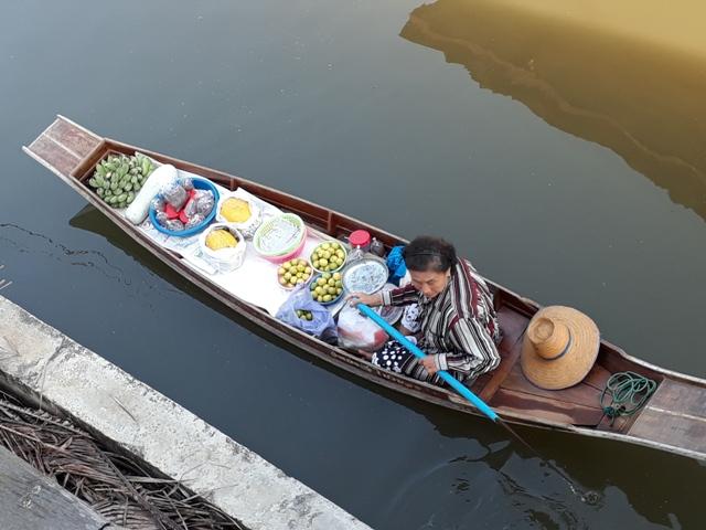 tha-kha-floating-market15