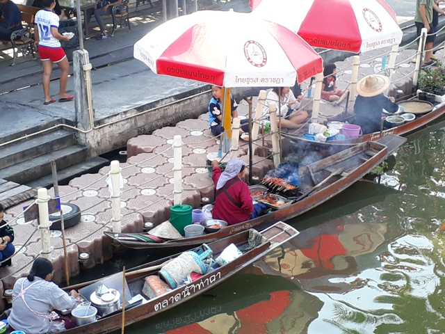 tha-kha-floating-market18