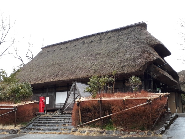 thatched-roof-houses-at-kurehayama5