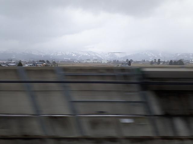 train-to-tokyo-toyama1