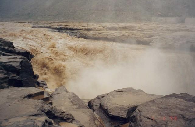 Crashing waters of the Yellowriver