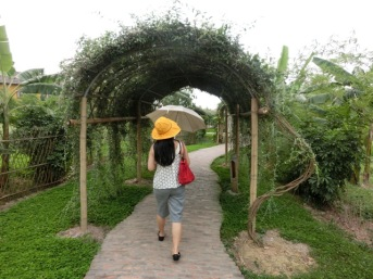 Esmeralda resort walkway2