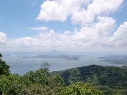 Tagatay Volcano lake01