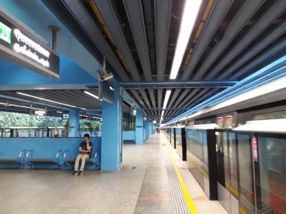 Queenstown MRT platform