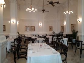 Raffle Hotel dining