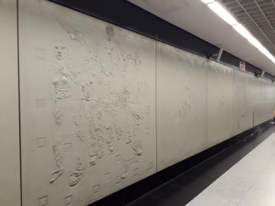 Outram stn walkway mural1