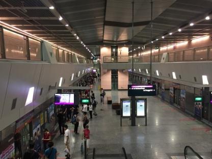 Hougang MRT platform